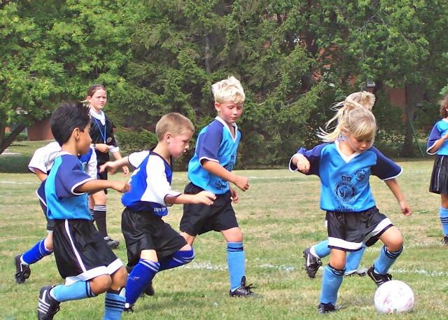 kids-playing-soccer1